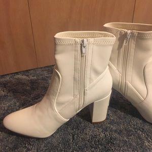 d632b015dde Steve Madden Shoes - NWT Steve Madden Emison-S White Boots